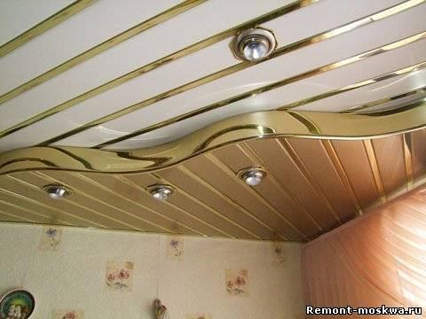 Подвесной потолок в ванне должен обладать такими свойствами, как прочность и влагостойкость
