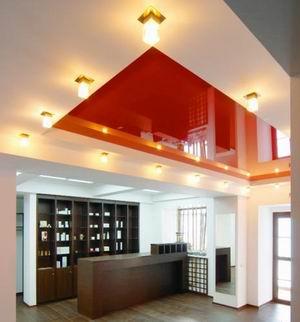 Квадратные светильники на подвесном потолке