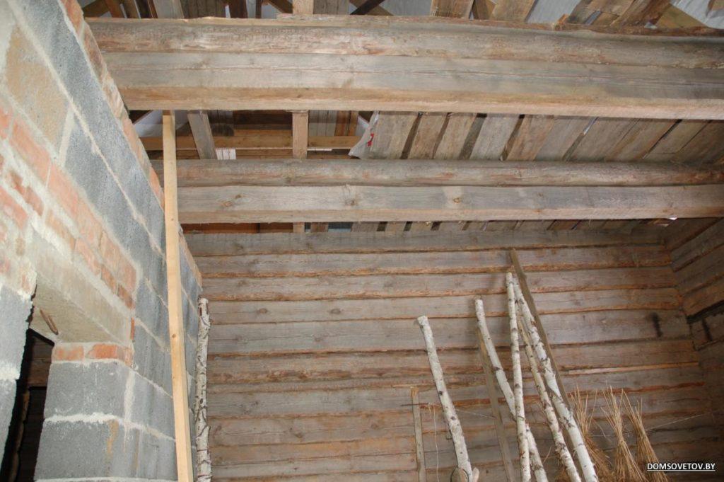 Настеленный поверх балок потолок можно засыпать смело.