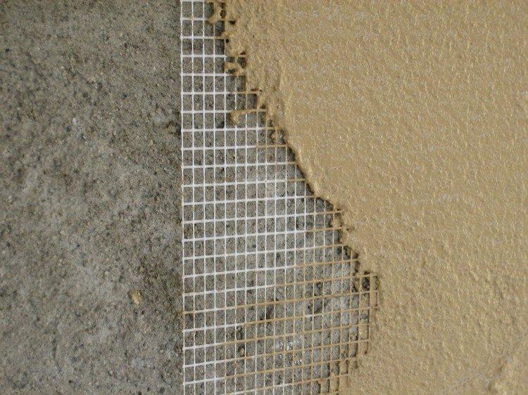 Стекловолоконная сетка часто становится основой для штукатурки.