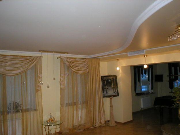 Финал: перед нами ровный потолок без трещин. Он сохранит свой первоначальный внешний вид неограниченно долго.