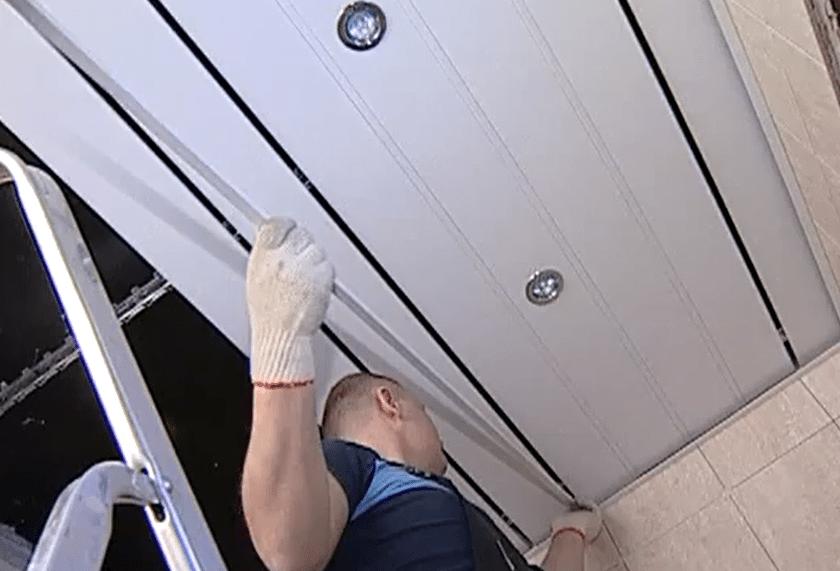 Установка вставки на потолок