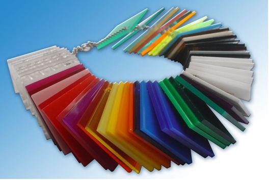 Акриловое стекло производится не только прозрачным: легко найти пластик любого цвета