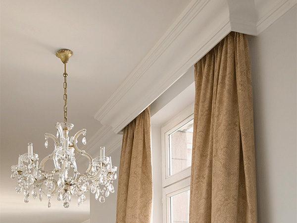Без карнизов шторы не повесишь.