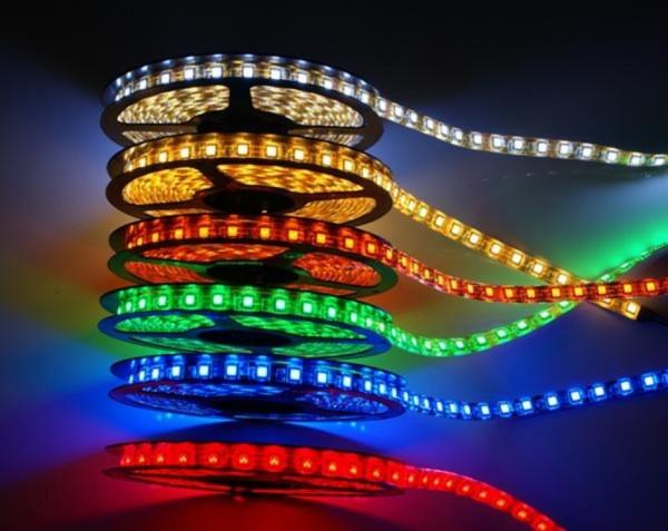 Благодаря своей гибкости светодиодную полоску можно поместить в любую конструкцию и придать ей любую форму и цвет