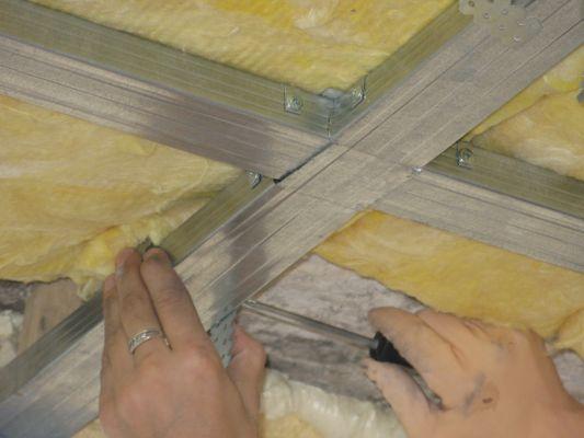Теплоизоляционный слой на потолке из минеральной ваты