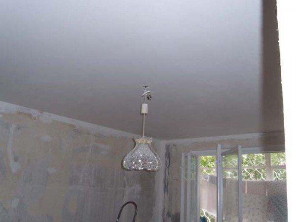 Покраска потолка из гипсокартона: инструкция