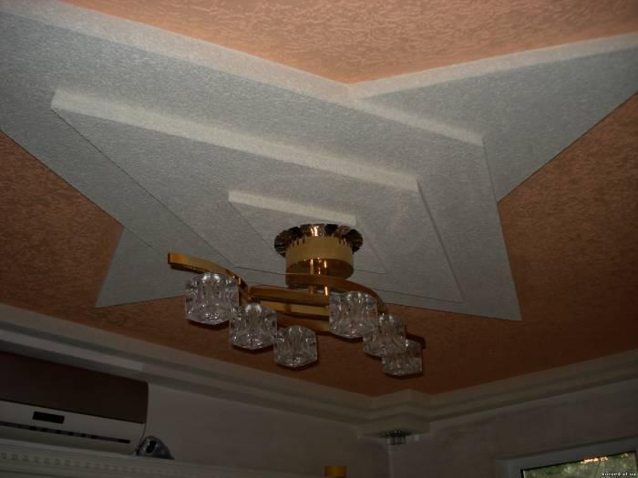Отделка потолка несколькими видами декоративной штукатурки