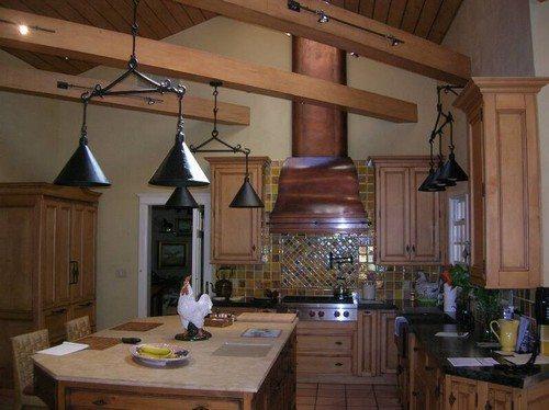 Использование декоративных балок на кухне