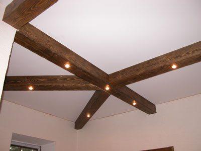 Пример потолка с декоративными балками