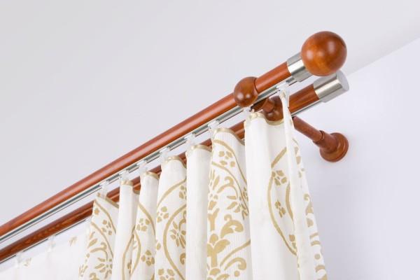 Деревянный двойной карниз для штор будет отличным дополнением к классическим льняным или хлопковым шторам