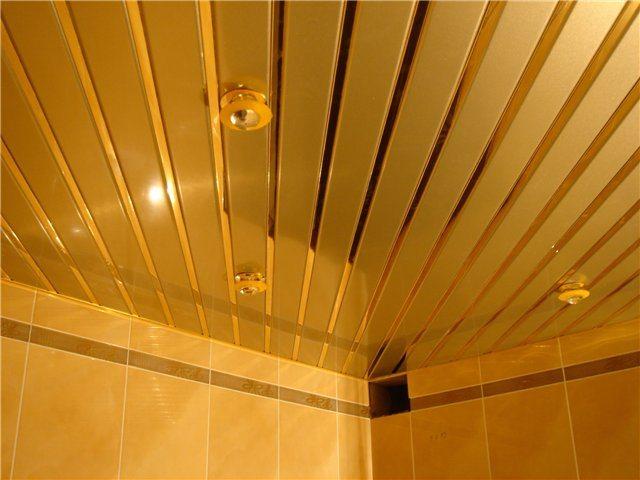 Потолок реечный деревянный? Нет, имитация дерева