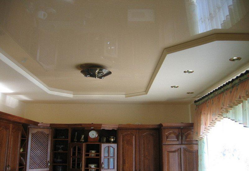 Комбинированный потолок - это универсальное решение для игры контрастных расцветок и форм