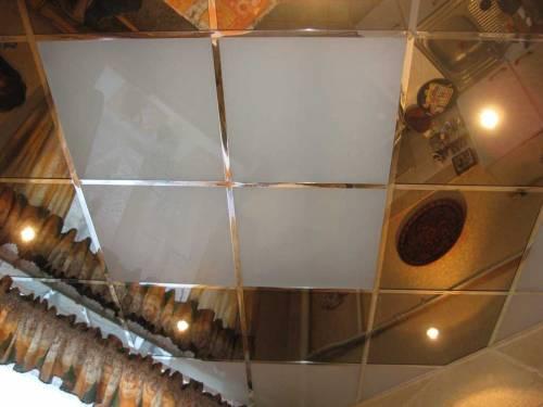 Кухонный потолок с использование потолочной плитки
