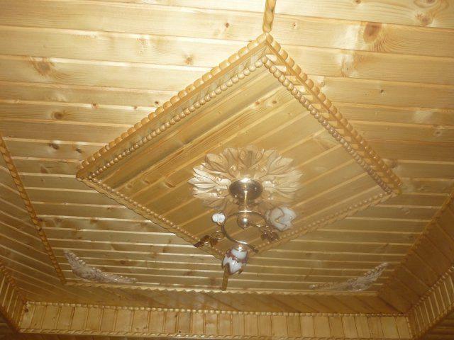 Вагонка для подшивных потолков – основательное и респектабельное решение: она реально обеспечит нам идеально красивые потолки деревянные