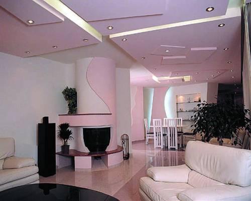 Нежный интерьер с многоуровневым гипсокартонным потолком