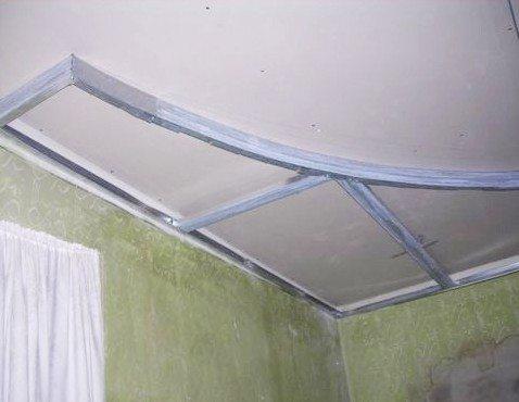 У стенки, впрочем, можно обойтись и без подвесов
