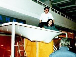 Натяжной потолок может выдержать достаточно большой вес.