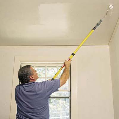 Двигаться во время осуществления покраски следует от окна к двери