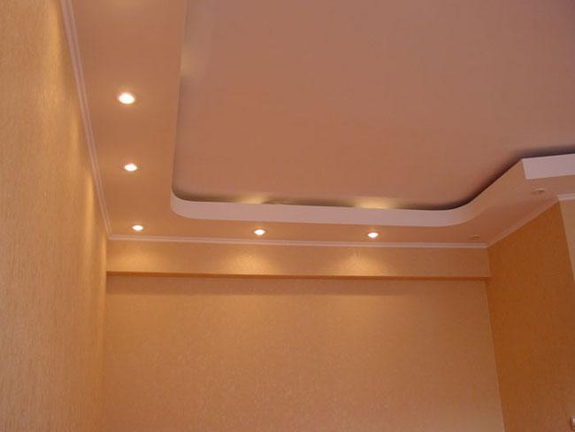 2х уровневый потолок со встроенными точечными светильниками