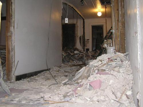 Если бы мебель стояла на своём месте, то без жертв не обошлось бы