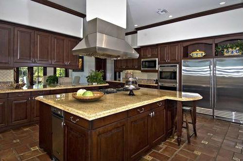 Кухня в доме Бибера