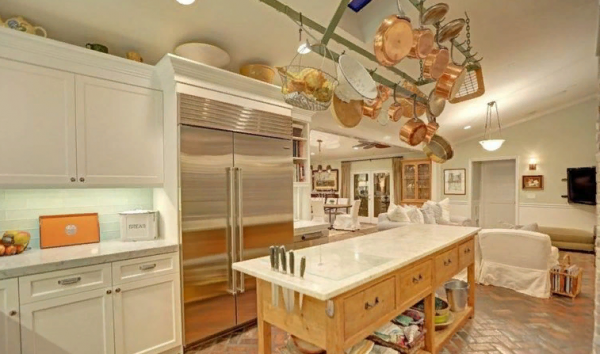 Кухня, перетекающая в гостиную