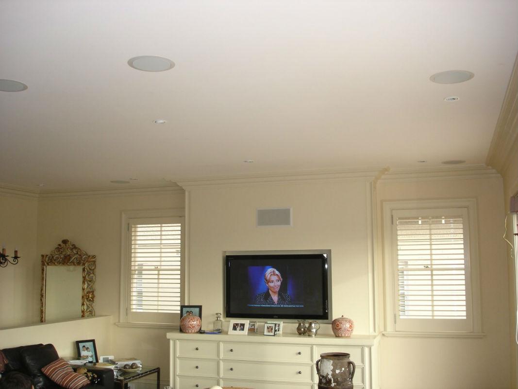 акустика в потолок квартиры ухода