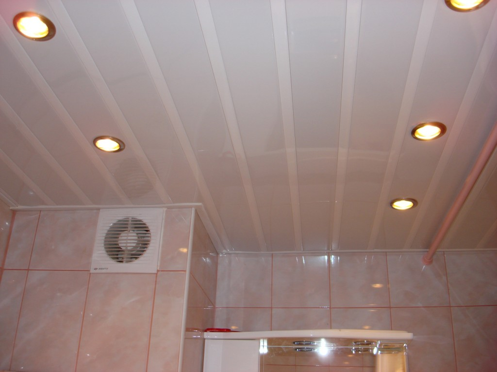 Отделка потолка пластиковыми панелями своими руками видео фото 472
