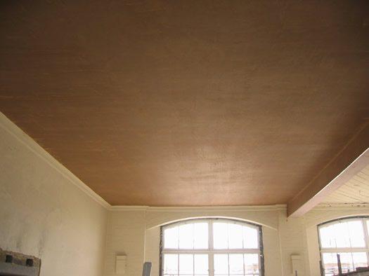 Штукатурка деревянного потолка с последующей покраской возможна лишь через 1,5 года после его настила