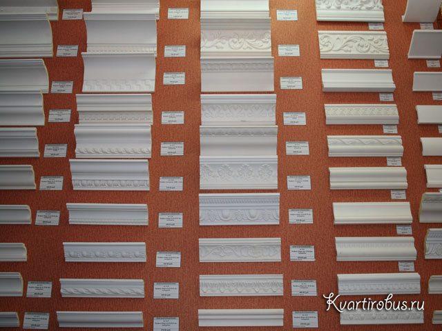 Магазины предлагают потолочные плинтуса любой формы и ширины.