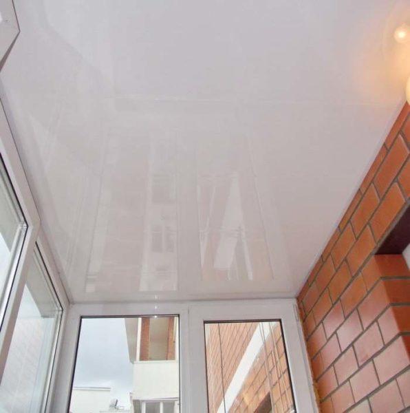 Глянцевое виниловое полотно плохо переносит низкие температуры