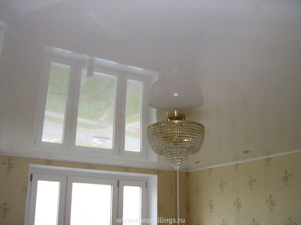 Глянец на потолке смотрится очень впечатляюще. Каким способом можно сделать поверхность глянцевой?