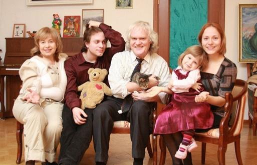 Юрий со всей семьей