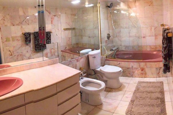 Ванная комната в зарубежной квартире