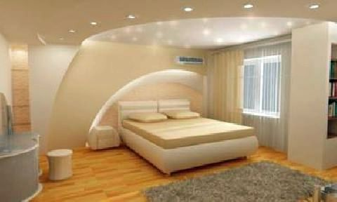 Интерьер спальни с подвесным потолком