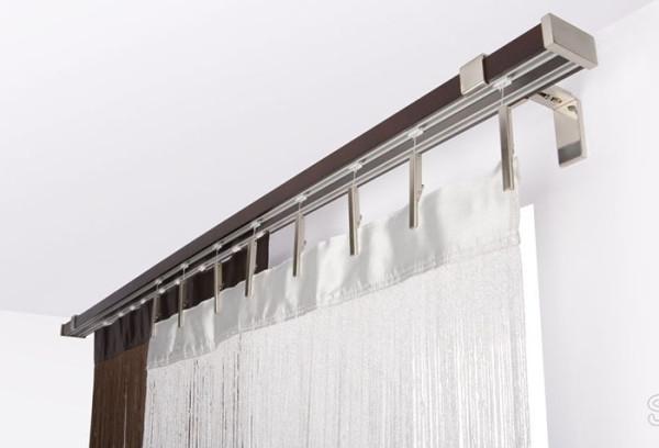 Изогнутый карниз для штор нестандартной формы чаще всего изготавливают из профильных потолочных систем