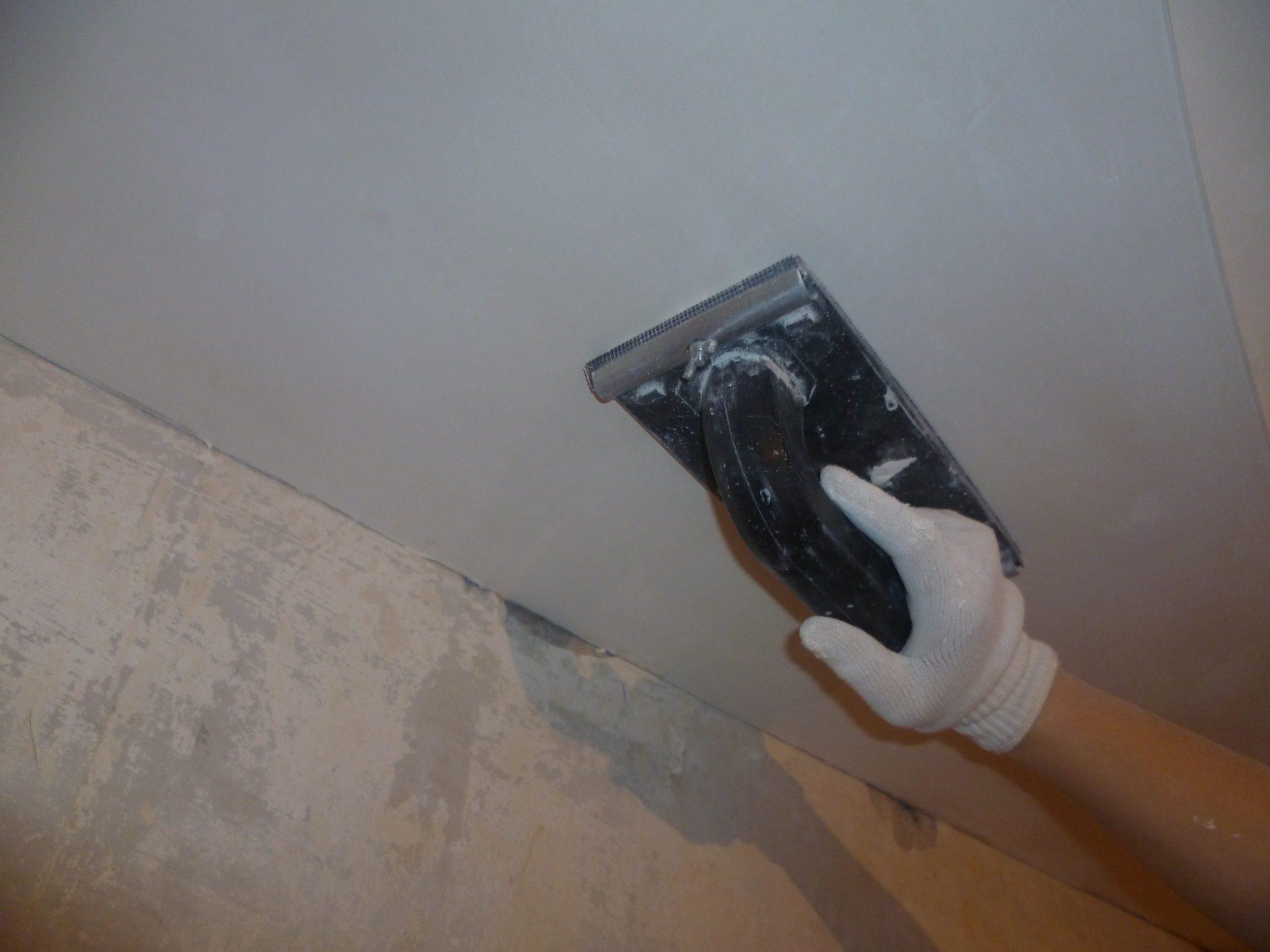 Как шпаклевать потолки своими руками