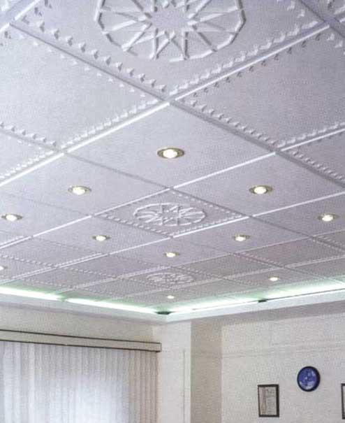 Поклейка плитки на потолок ромбом смотрится более эффектно