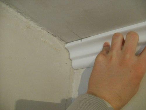 Разметка потолка для установки плинтуса
