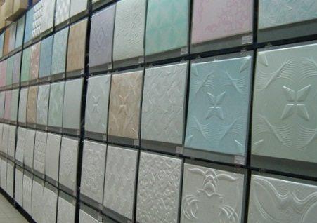 Строительные магазины пестрят потолочной плиткой