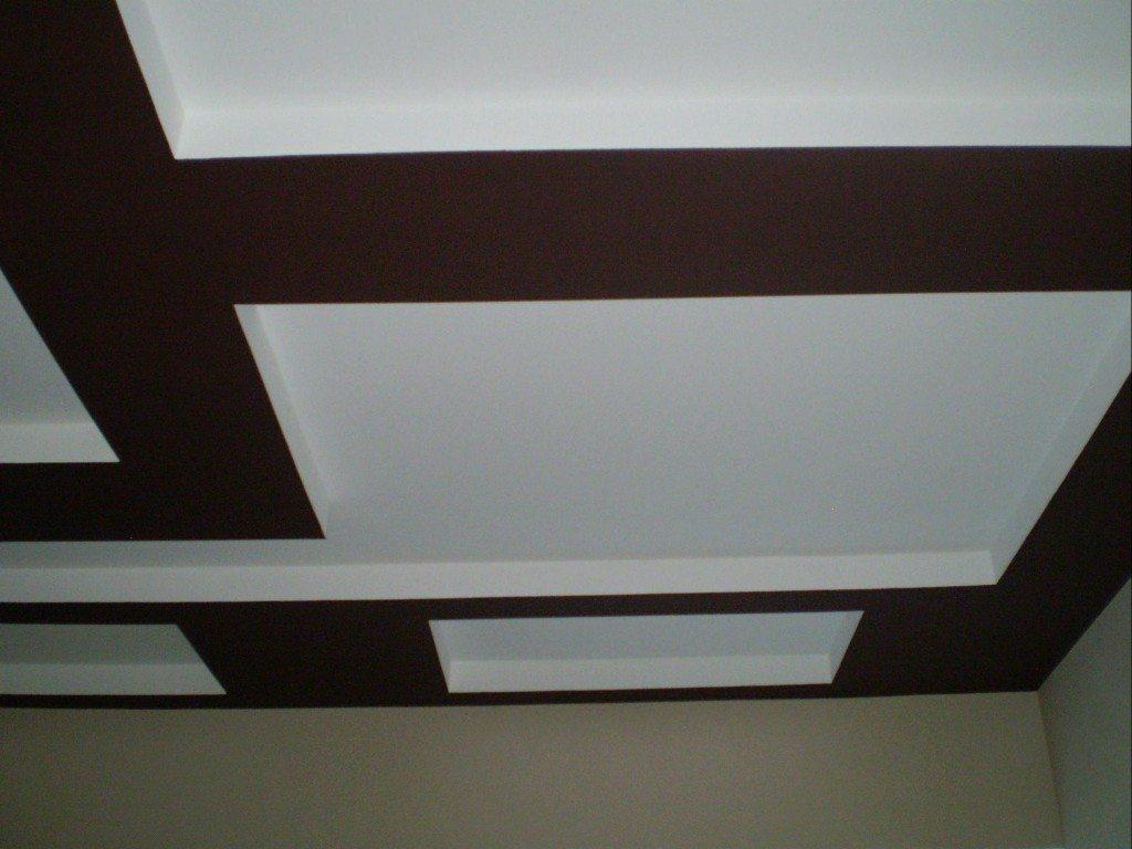 Наша цель - идеальный потолок. Материал - водоэмульсионная краска. Давайте узнаем, как ее правильно применить.