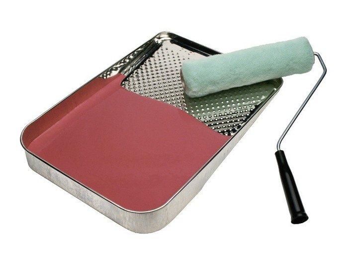 Решать проблему, как белить потолок водоэмульсионной краской, надо с покупки хорошего инструмента: только он обеспечит качественную покраску, сохранит наши силы и время