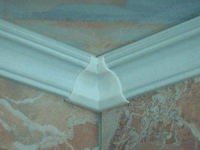Как вырезать угол потолочного плинтуса с первого раза