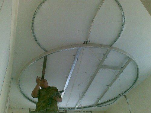 Монтаж каркаса под многоуровневый потолок из ГКЛ.
