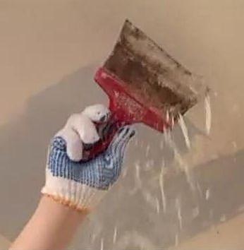 Смачивание потолка мыльным раствором