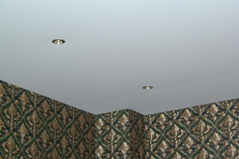 Ровный потолок определяет качество ремонта всего помещения.