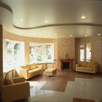 Натяжные потолки в квартире с высокими потолками