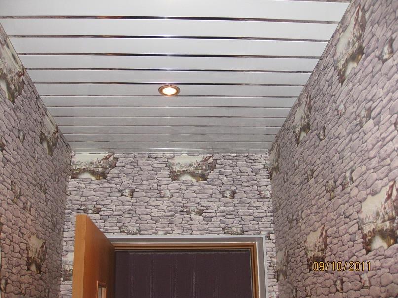 В реечный потолок можно