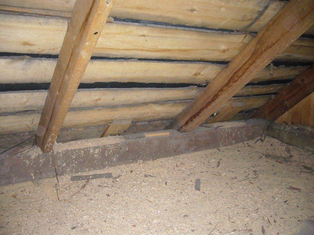 Утепление потолочного перекрытия опилками